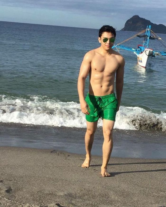 Jak Roberto Shirtless on Instagram Beach