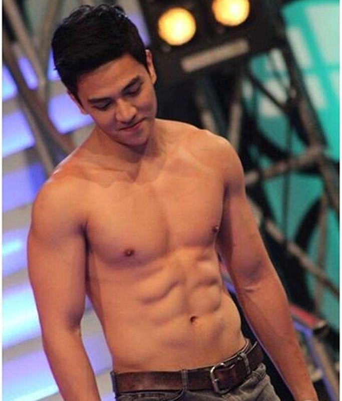 Jak Roberto Shirtless on Instagram