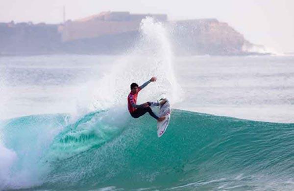Surfing in Nacpan Beach, El Nido