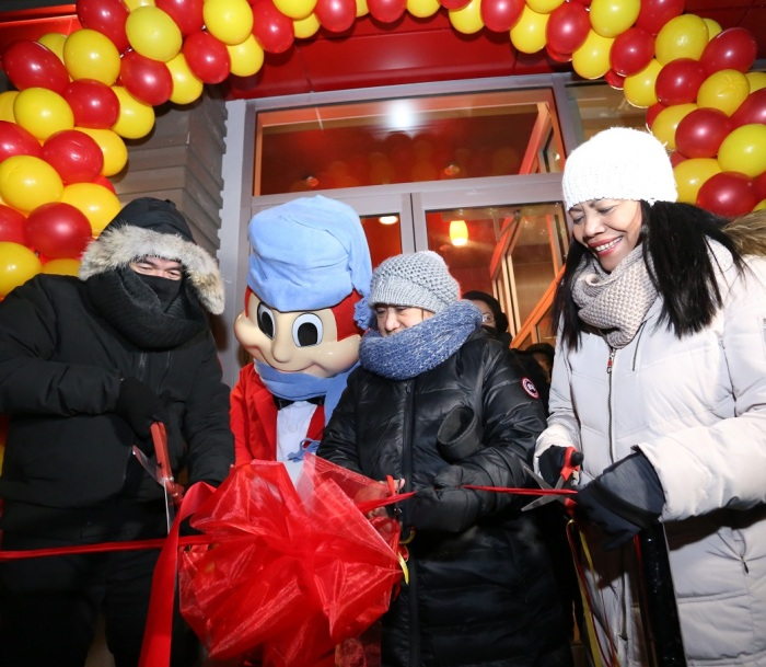 Jollibee first store in Canada