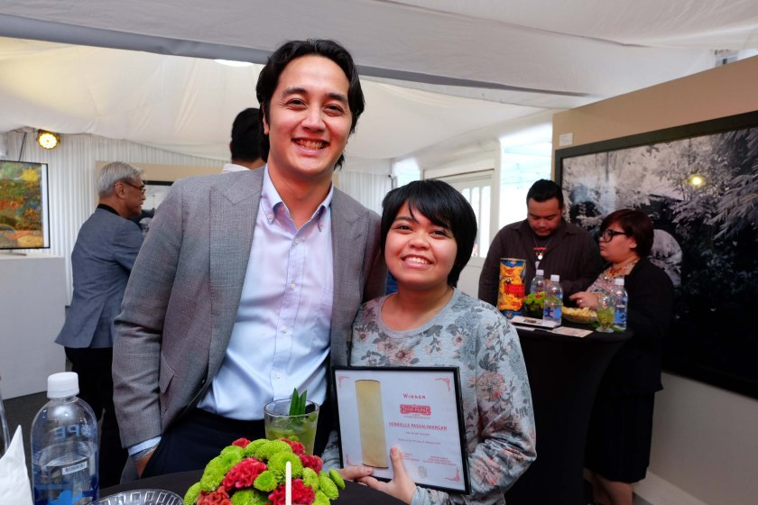 Grand Prize Winner Henrielle Pagkaliwangan with Don Papa's Managing Director for Asia Pacific Andrew Garcia.