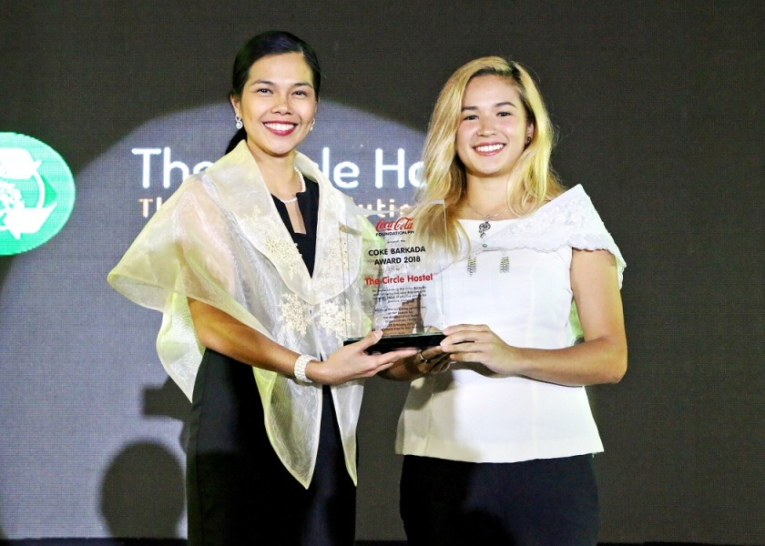 Coca-Cola Philippines Public Affairs and Communications Director, Jonah De Lumen-Pernia (left) presents the Coke Barkada Award to The Circle Hostel environmental officer Fiona Faulkner, as both their organizations take a stand to create a world without waste.