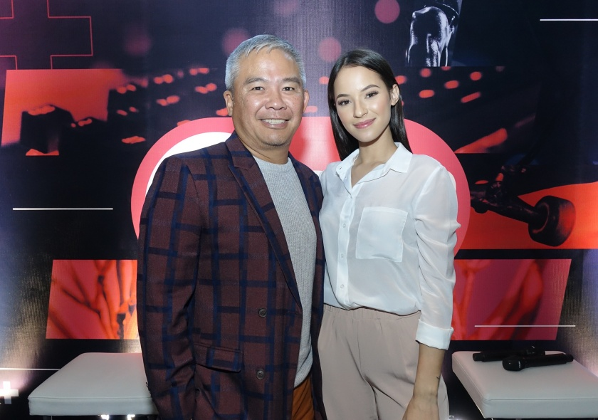 In this photo is TV5 Pres & CEO Chot Reyes with Jodie Torres. While featured photo shows Reyes with Anna Bengzon & Mell Yazon-Tolentino. Press Photo